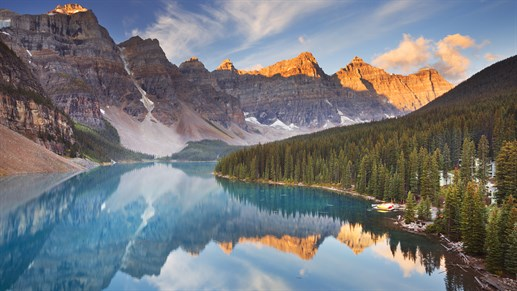 Soloppgang ved Moraine Lake i Canada